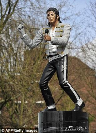 Estátua de Michael Jackson será removida do estádio Fulham Estatue+Michael+Jackson+Craven+Cottage+Mohamed+Al+Fayed