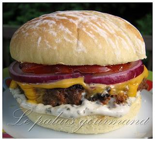 Hamburger à la sauce bbq, mayonnaise au basilic