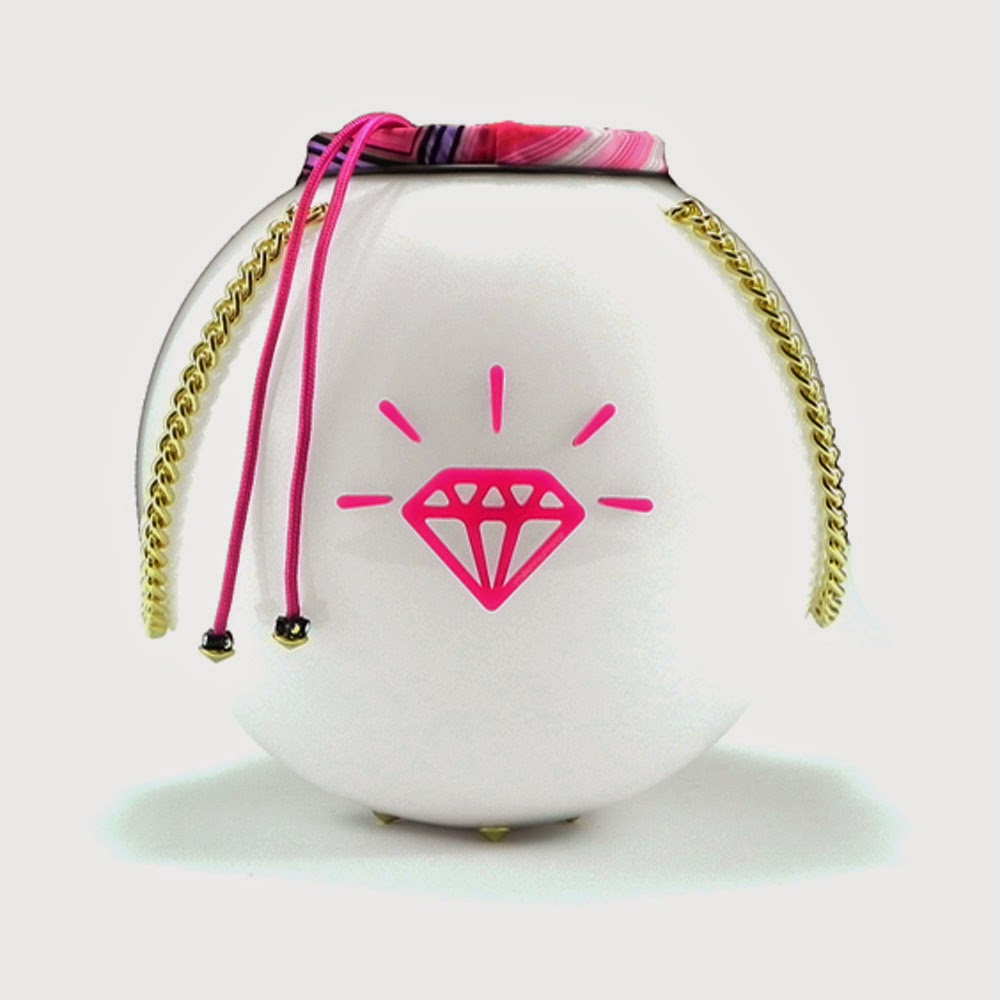 http://www.millenniumstar.it/new-moon-bag/1198-moon-bag-rosa-borsa-da-donna-in-plexiglass-e-lycra-con-luce-touch.html