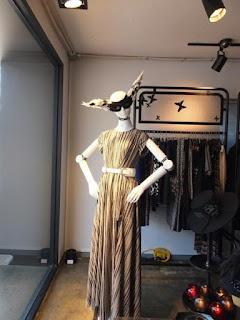 Robot Pemodelan Fashion Asal Negeri Gingseng