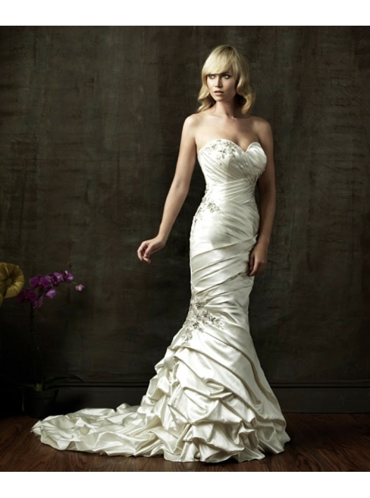 Vestido de Novia con Drapeado Diagonal Entrecruzado, Falda en Capas y Flores