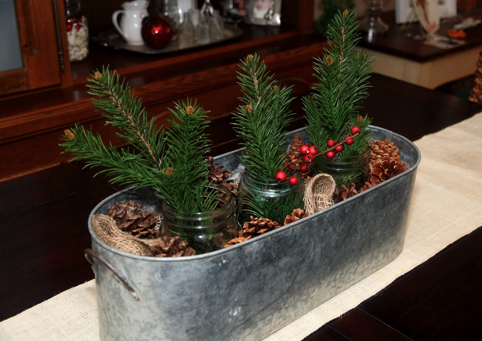 simple rustic christmas centerpiece - A Country Christmas Cast