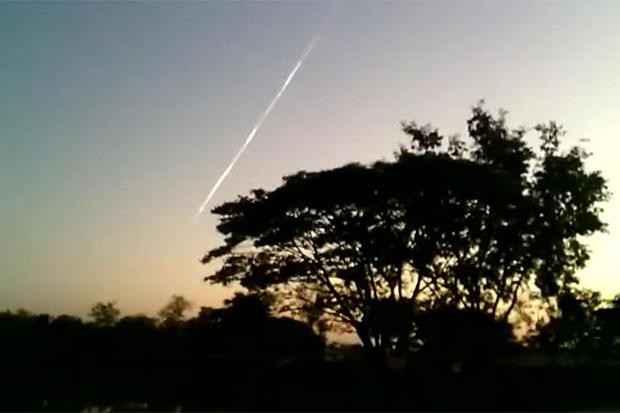 Xem: Vệt sáng bí ẩn ở Thái Lan cùng ngày vật thể lạ rơi tại VN