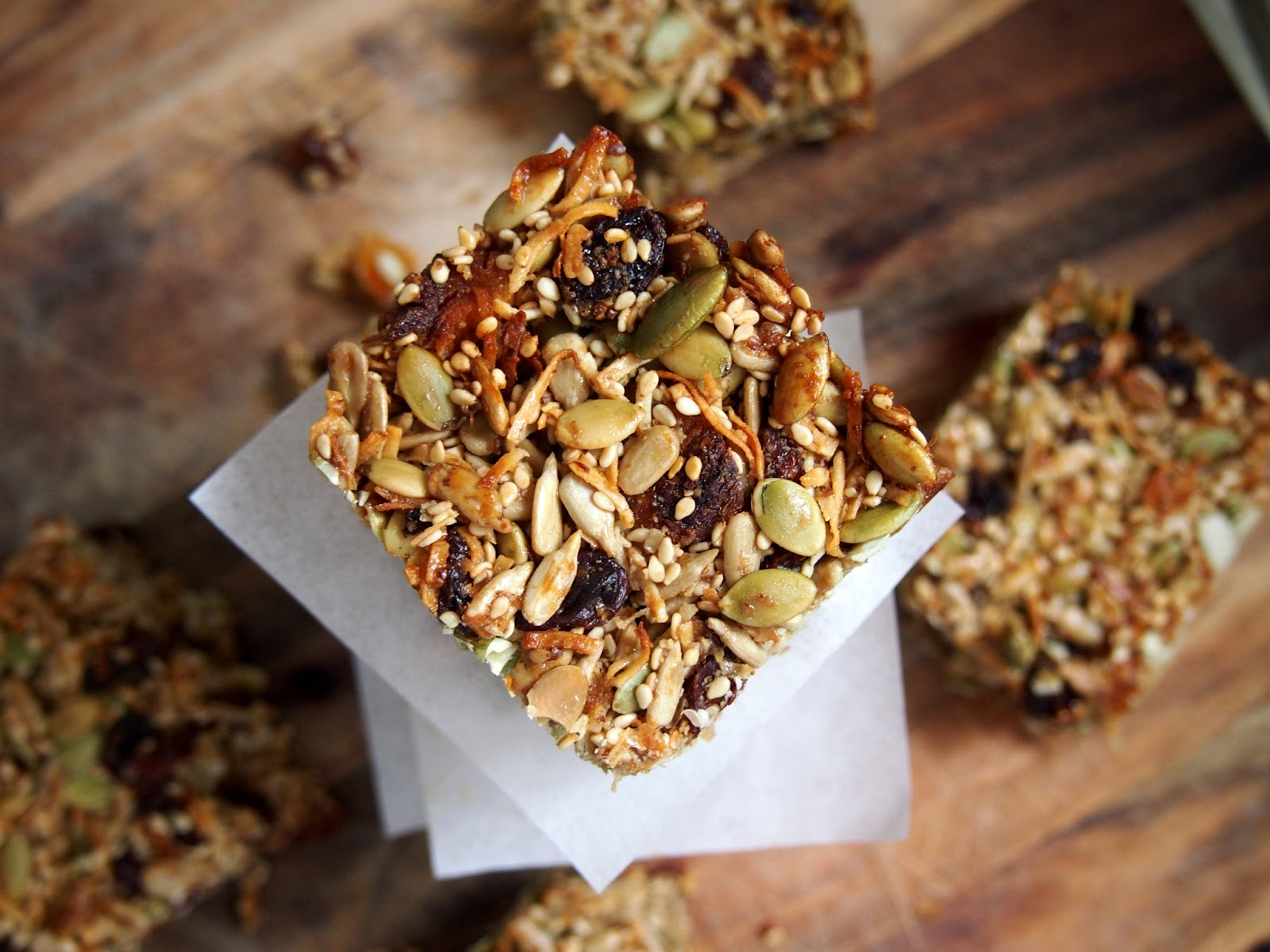 petite kitchen: the tastiest granola snack bars