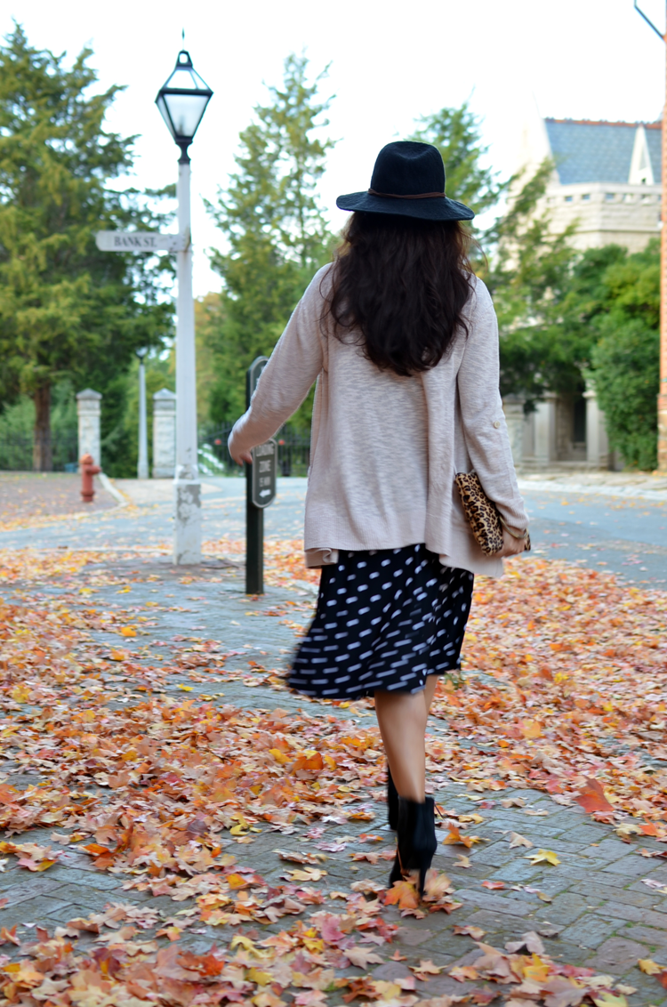 Outfit with black and white polka dots