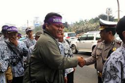 Honorer K2 melakukan aksi demo besar-besaran hari ini