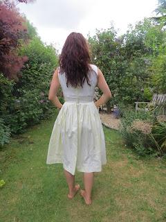 vintage, 50s, fashion, girl, hair, garden, yellow, lace, dress, blogger