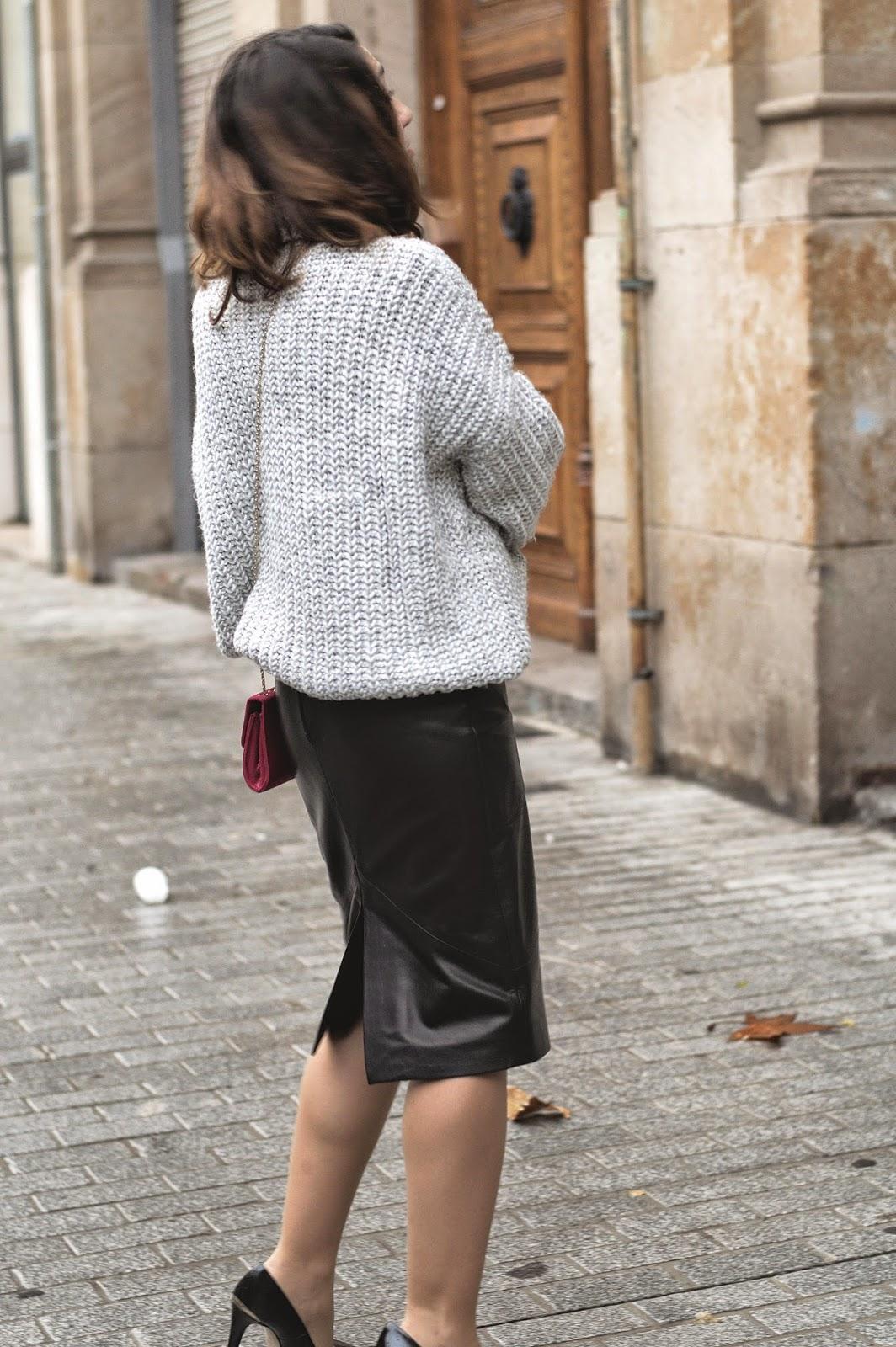 Falda Toni Francesc, Stilettos Menbur,  jersey Zara, bolso Accessorize