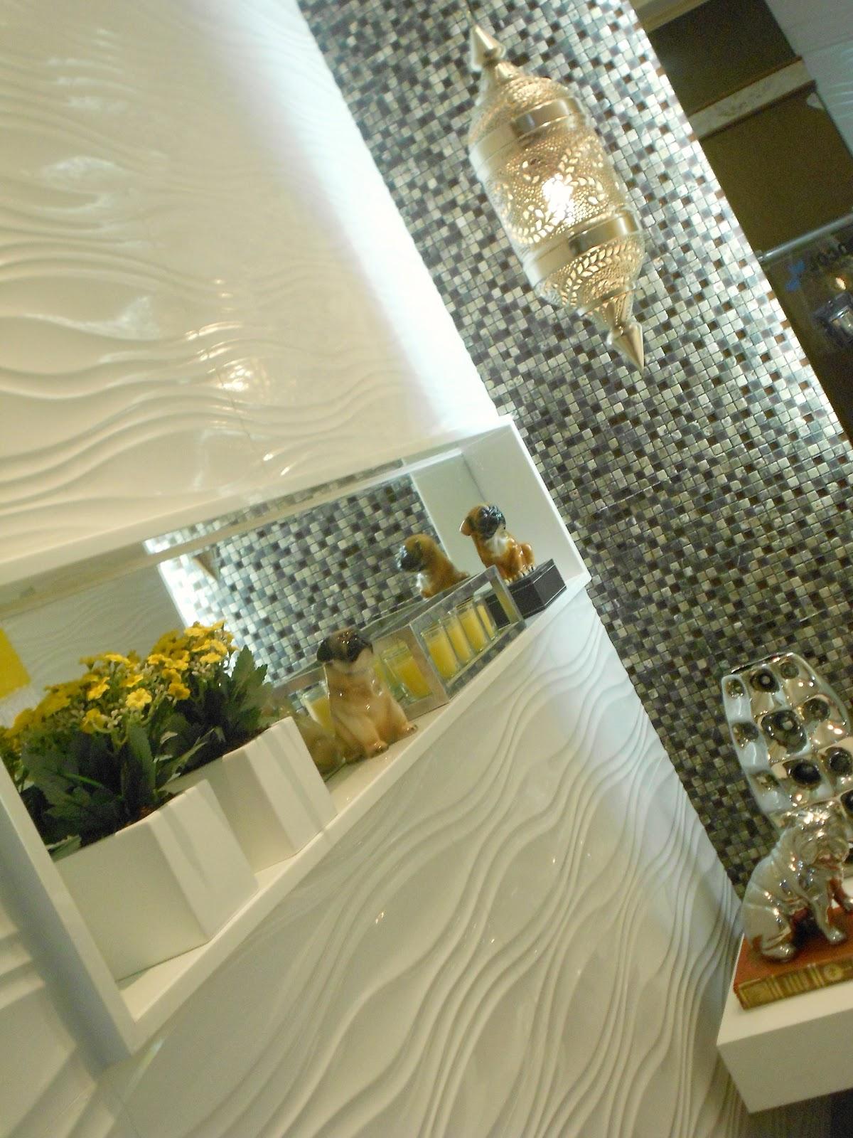 Preto branco amarelo e prata no banheiro de Flavia Paes. Lanterna  #A88F23 1200x1600 Amarelo No Banheiro
