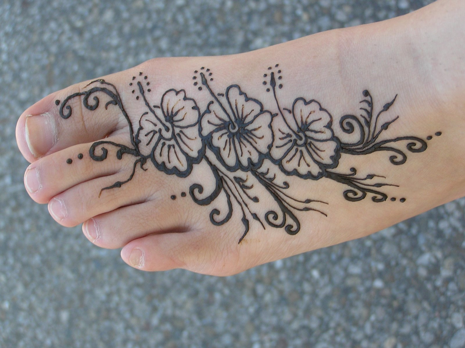 Http Tattoosforgirls7 Blogspot Com 2012 04 5 Feminine Flower Tattoos For Girls On Html