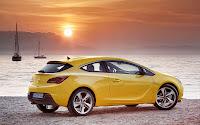 Opel Astra GTC side