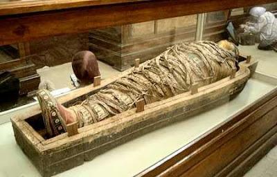 http://4.bp.blogspot.com/-1ixC4tHTCek/TZH7hL4teoI/AAAAAAAAAA8/g9KVL-JkCcU/s1600/ancient-egyptian-mummies-1s.jpg