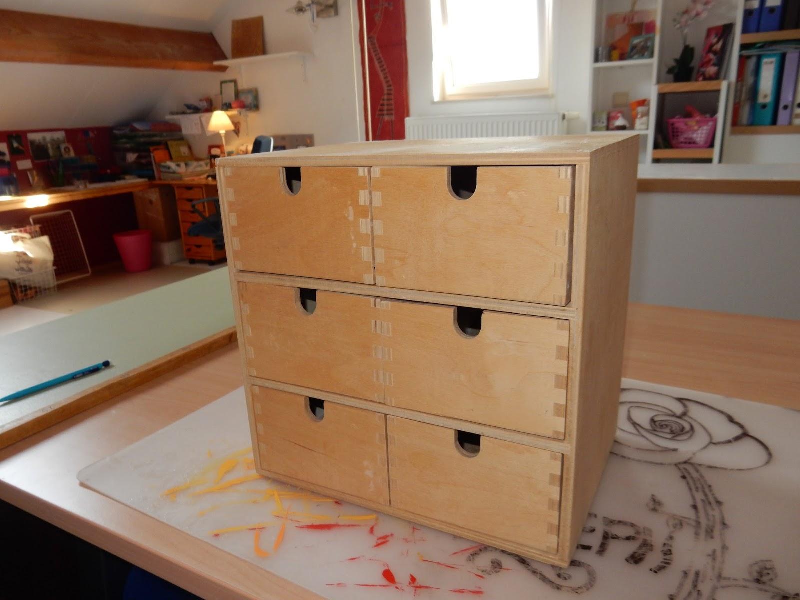 les petites valises petite valise d co la petite commode d cor e avec d copatch. Black Bedroom Furniture Sets. Home Design Ideas