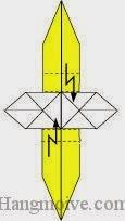 Bước 9: Gấp gấp khúc hai cạnh giấy.