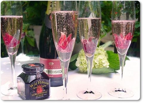 drink med hibiscusblomma