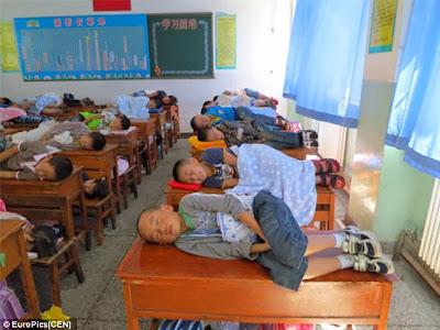 Siswa Siswi Di Cina Tidur Bareng