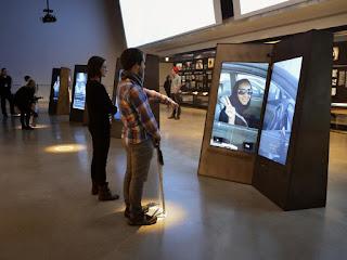 Museo Canadiense de los Derechos Humanos - Winnipeg - pantallas interactivas