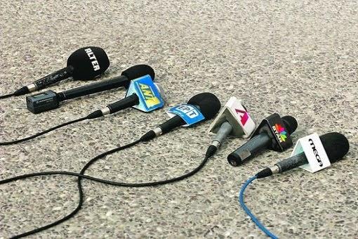 """""""Ελεύθερη"""" και """"Αδέσμευτη"""" ενημέρωση; Μπα! Δεν θα πάρω...! 8 Δημοσιογράφοι (φανερά) άφησαν τα μικρόφωνα για να κατέβουν με τον Σύριζα! Μετά απορούμε για τον αποκλεισμό της Χρυσής Αυγής από τον τύπο;;;"""