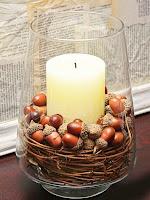 Идеи за аранжиране на есенни свещници с жълъди