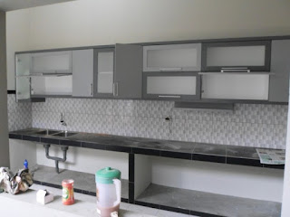 furniture interior semarang - kitchen set minimalis pintu kaca engsel hidrolis 01
