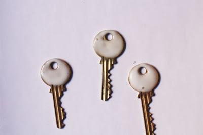 Decorar llaves con purpurina en Recicla Inventa