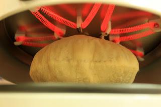 لماذا ينتفخ الخبز عند خبزه بالفرن ؟