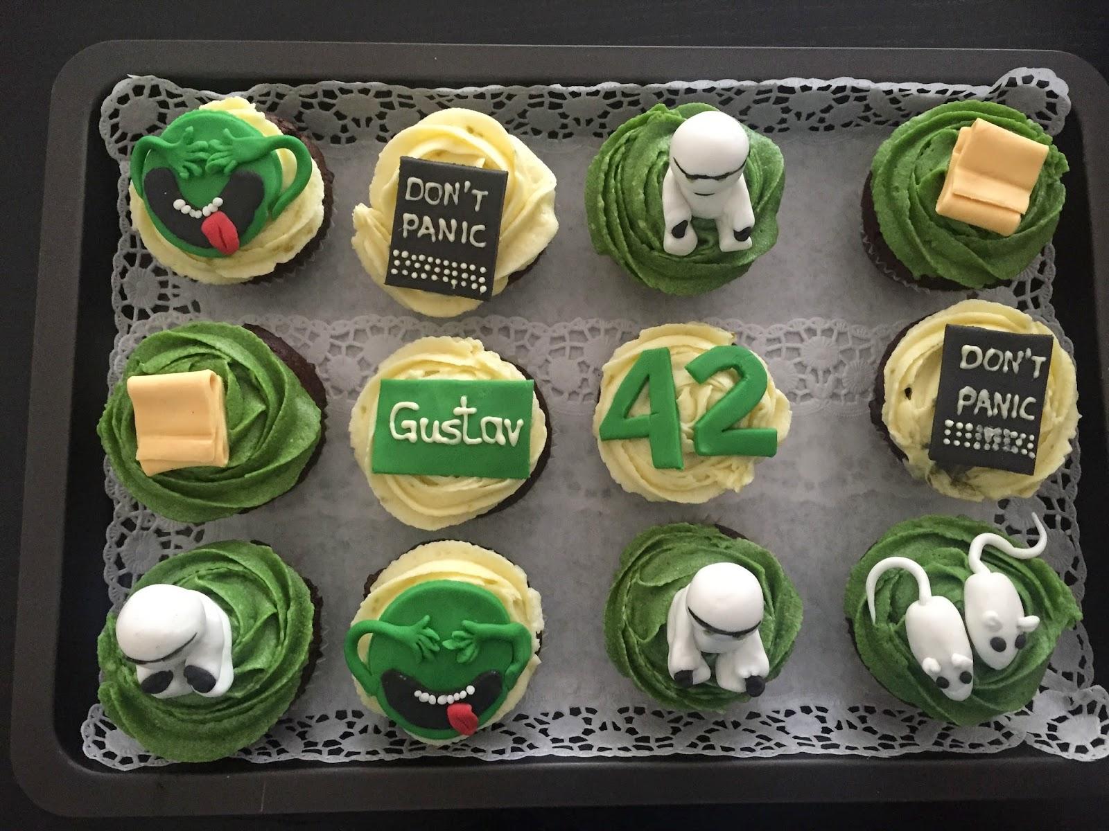 Pâtisserie Nadine: Hitchhiker-Cupcakes zum 42. Geburtstag und Towel Day