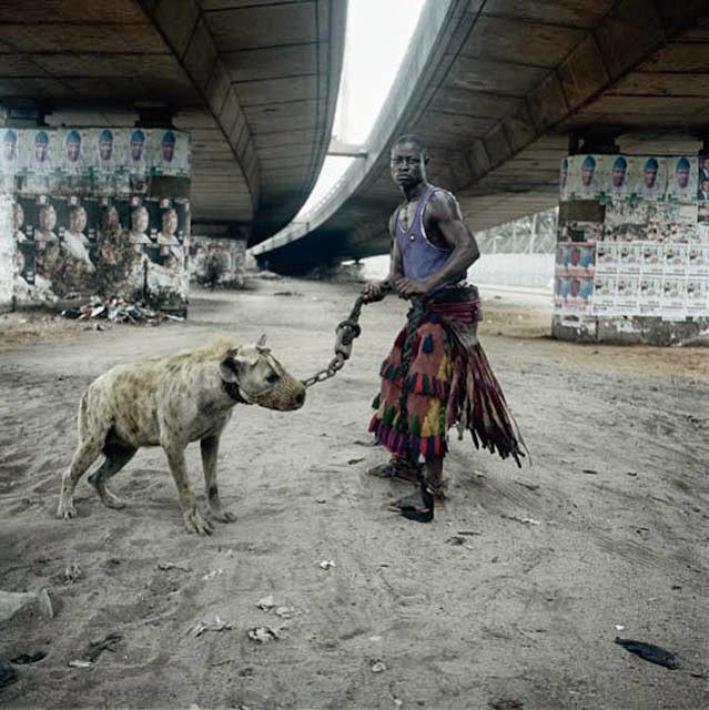 adiestradores de hienas de Nigeria