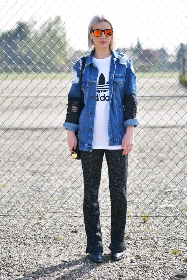 Mirror sunglasses, adidas logo t shirt, asos denim jacket, h&m trend flared knit pants, street style, trends