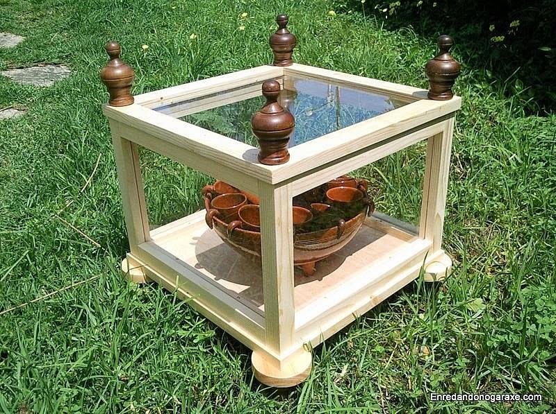 Cómo hacer una vitrina expositora de madera. www.enredandonogaraxe.com