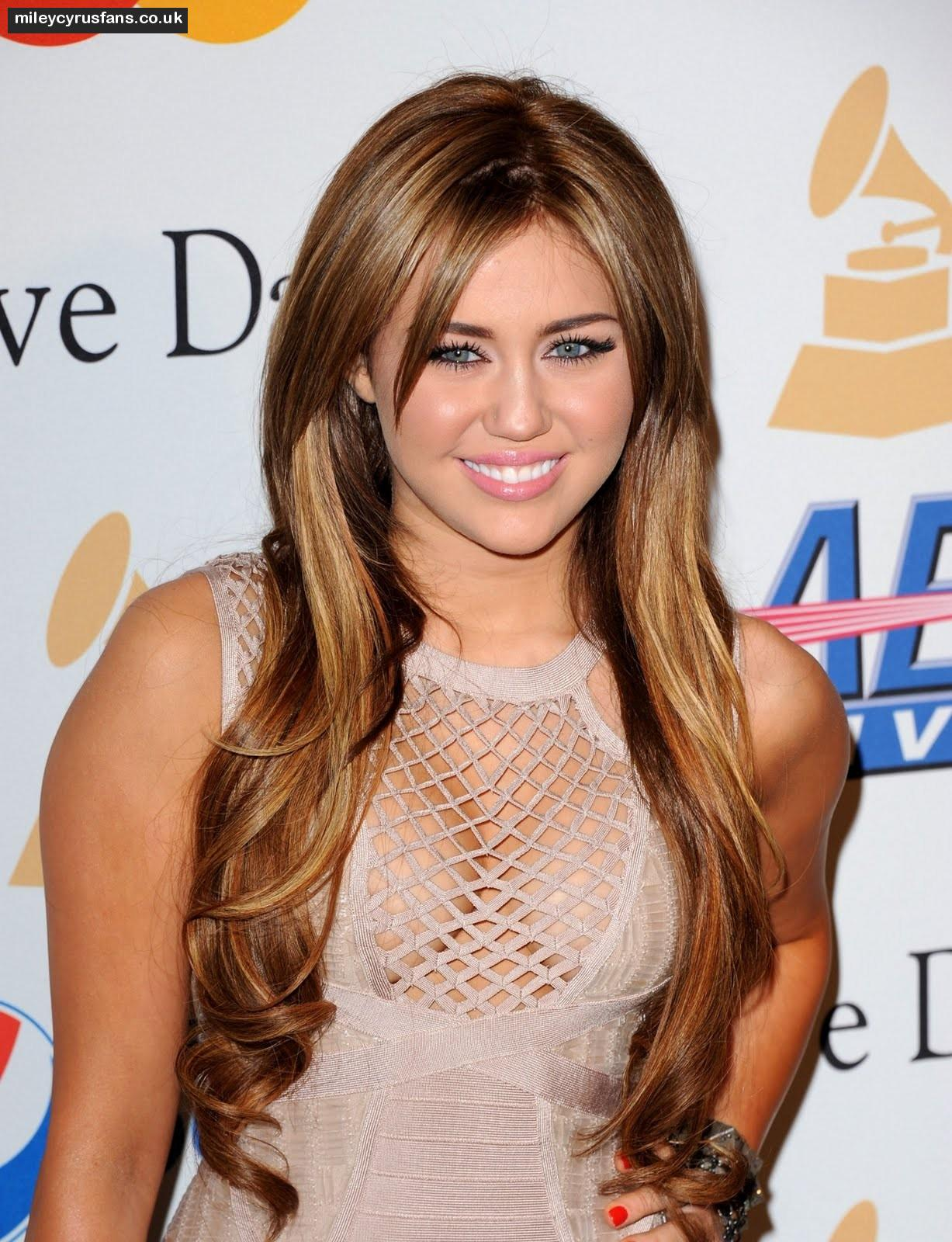 Miley Cyrus Hot Wallpapers