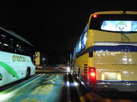 オフィシャルツアーバスとIWATA EASTバス@酒々井SA