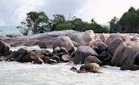 7 tempat wisata pantai yang terkenal di bangka belitung,Pantai Gunung Namak