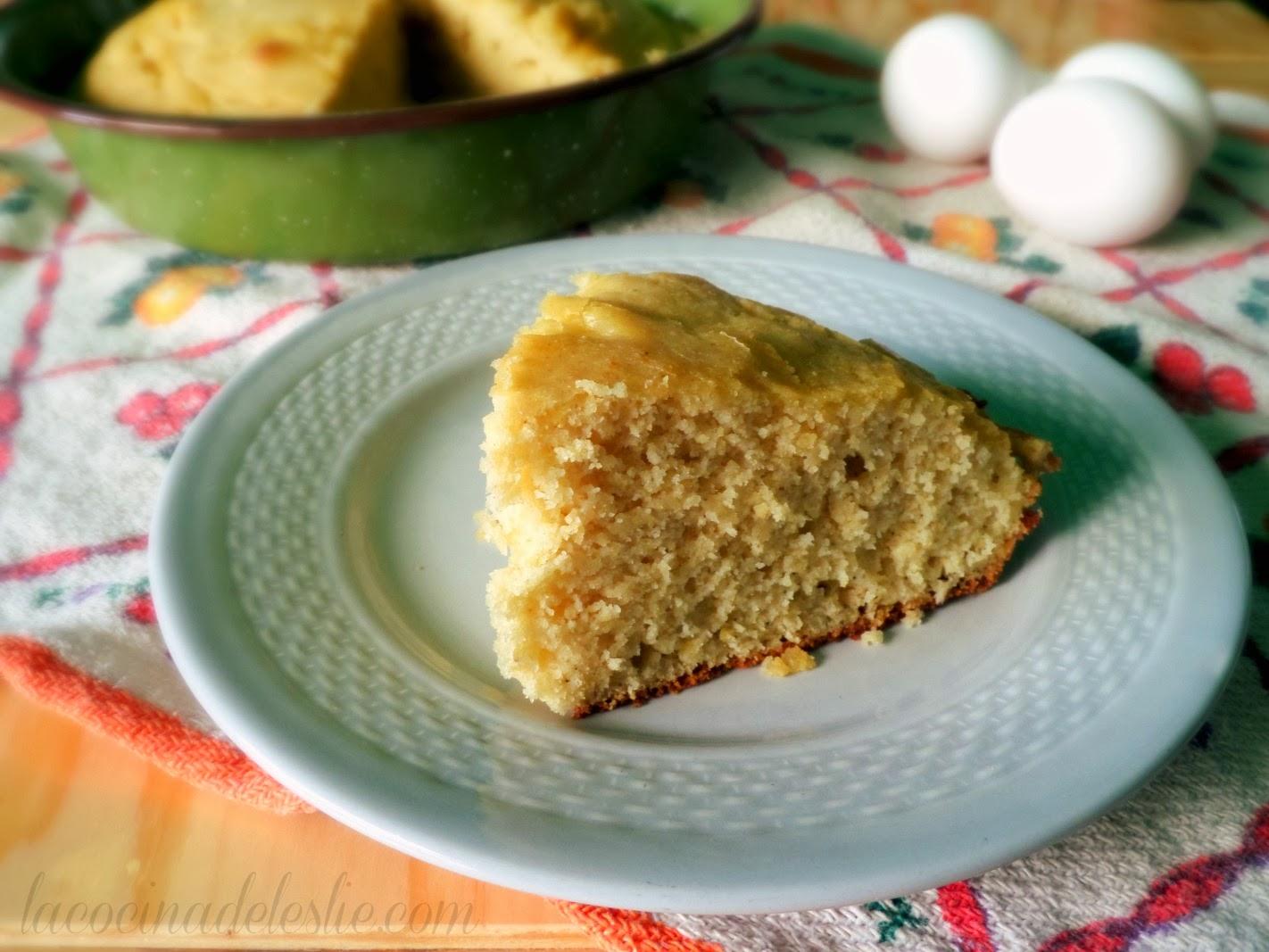 Classic Cornbread Recipe made w/ Maseca - lacocinadeleslie.com