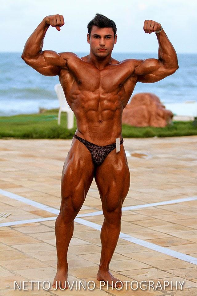 William Soares mostra o físico musculoso antes de se apresentar no Campeonato Estreantes 2015 da IFBB-RN. Foto: Netto Juvino