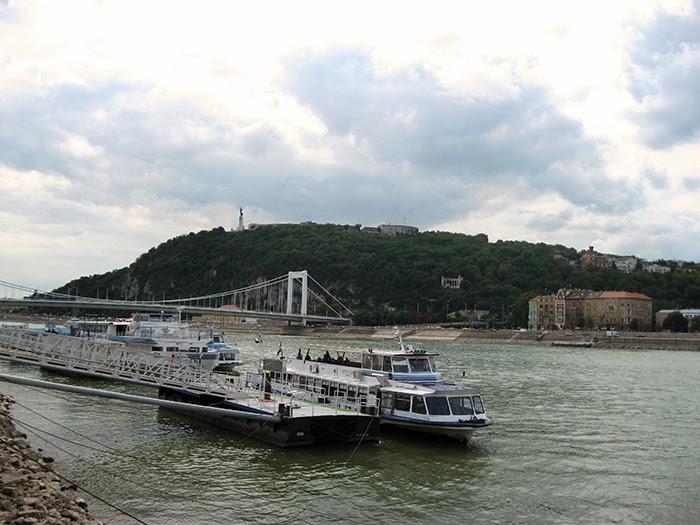 Budapest Duna river boat public transport
