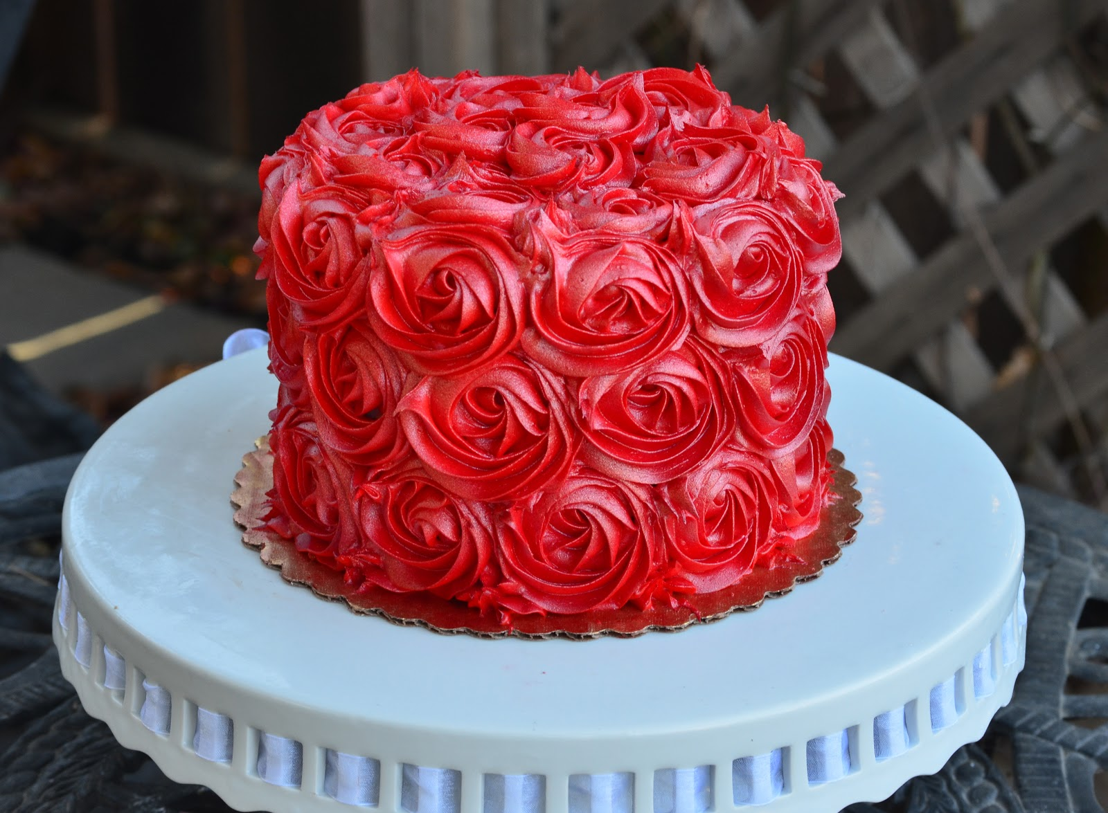 Cake With Roses Buttercream : Traylor Made Treats: Buttercream Rose cake