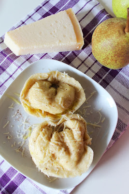 Ravioloni z ricottą i gruszką (Ravioloni con ricotta e pera)