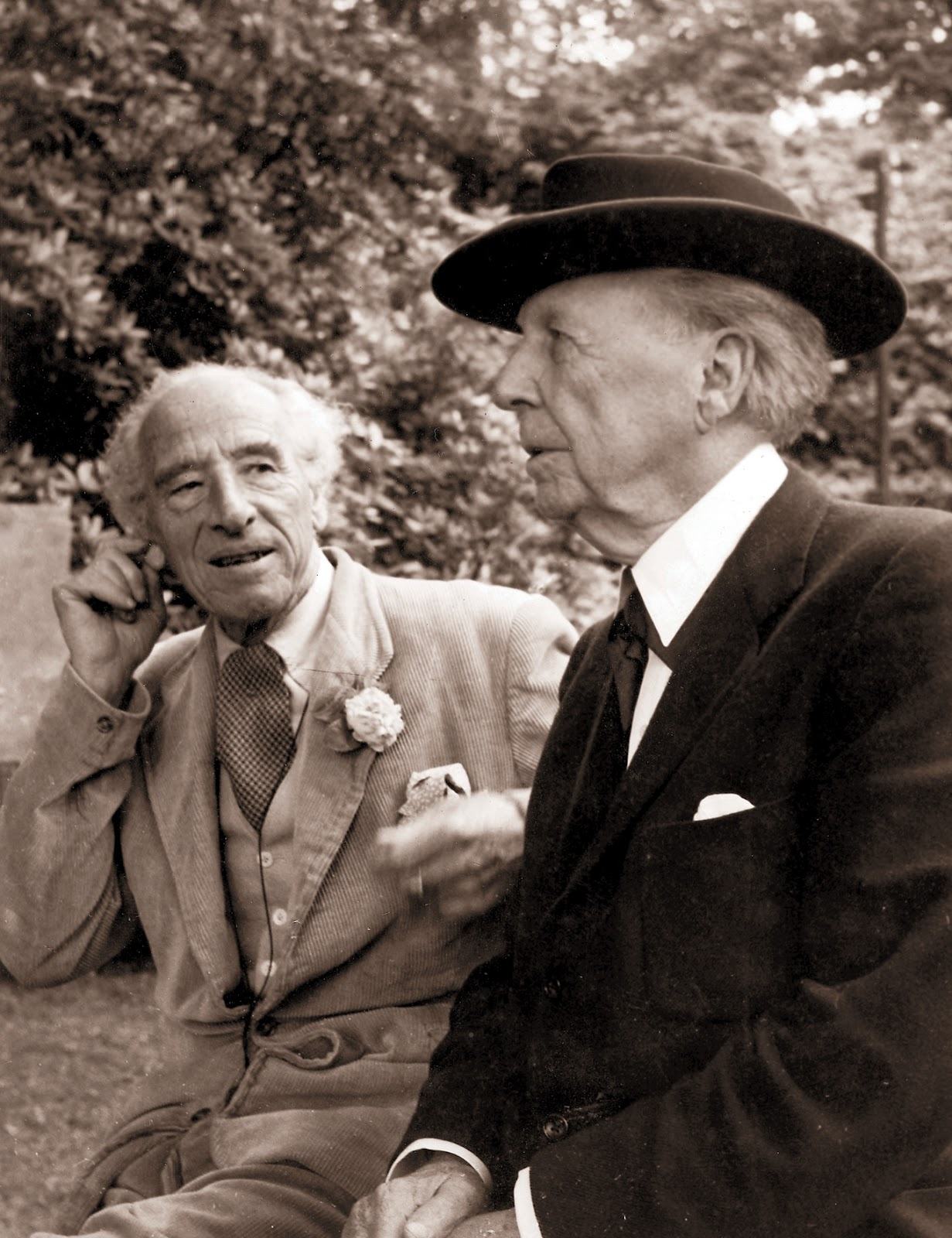 Arch wizard of wales clough williams ellis architect for Frank lloyd wright parents