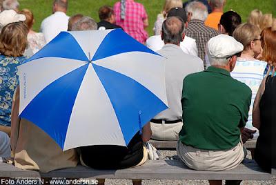 parasoll, nationaldag, nationaldagsfirande, sveriges nationaldag, nationaldagen, holje park, olofström, blekinge, sverige, sweden, swedish national holiday, foto anders n