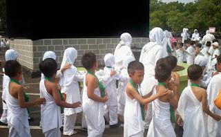 Kegiatan manasik haji dapat menanamkan nilai ketakwaan pada anak usia dini