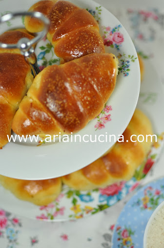 Blog di cucina di Aria: Brioche al miele con lievito madre