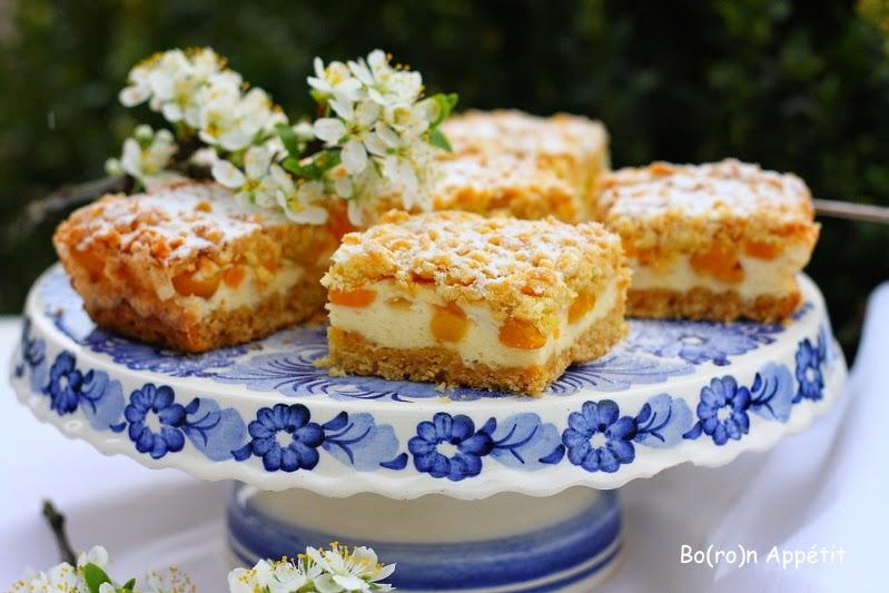 Kruche ciasto z brzoskwiniami z puszki