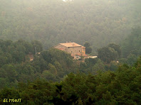 La masia El Munt vista des del Camí del Carner