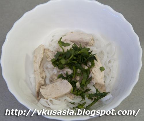 Вьетнамский куриный суп с лапшой
