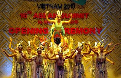 Vietnamese dance performances, holidya in vietnam, vietnam dance, vietnam art, vietnam culture, vietnam noodle