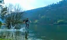 Lari di Atas Air