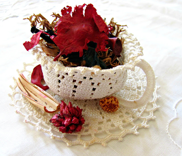 Antique crochet cup and saucer - anahon