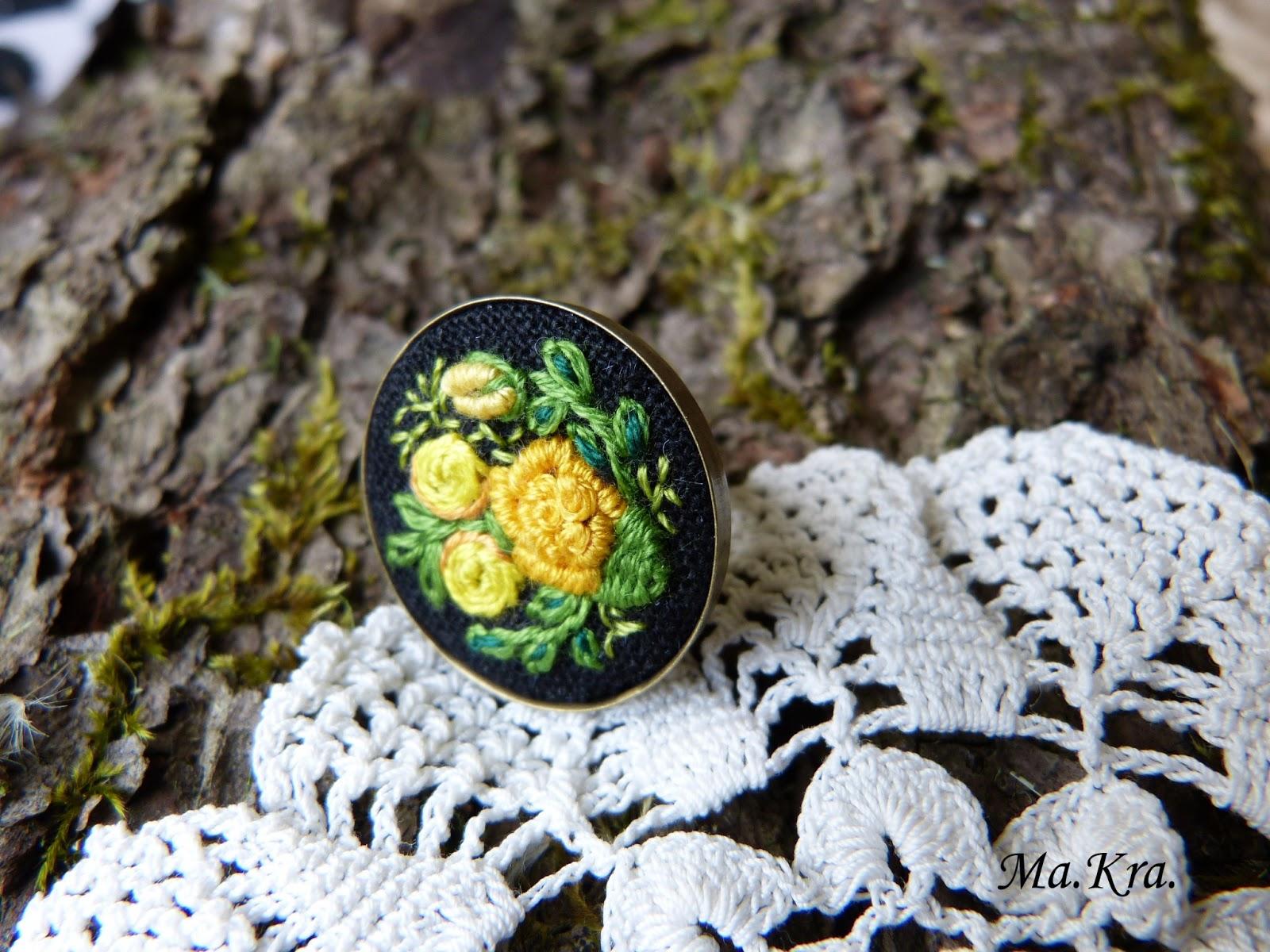 pierścionek z haftem