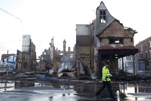 foto-kerusuhan-london-inggris-2011-12